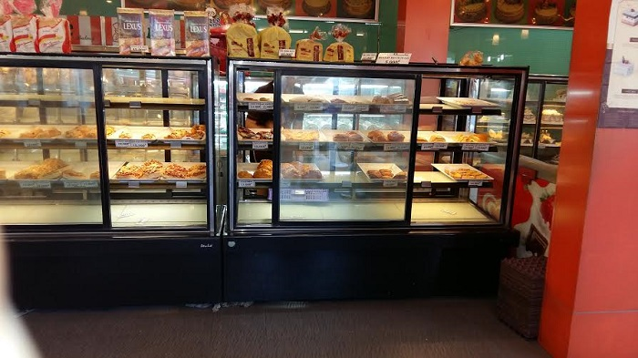 Tủ trưng bày bánh kem loại nào tốt? Cần lưu ý gì trong quá trình sử dụng